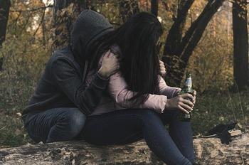 female-alcoholism-2847443_640.jpg